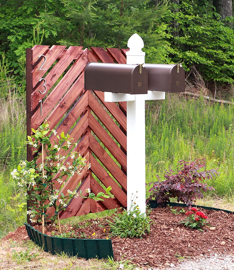 Mailbox Curb Appeal Idea by Ursula Camona of HomeMade by Carmona