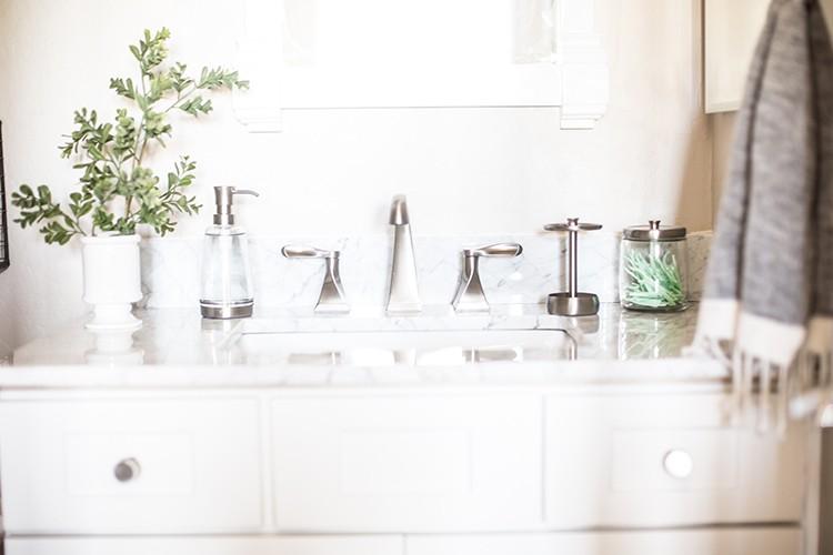 5 Small Bathroom Updates