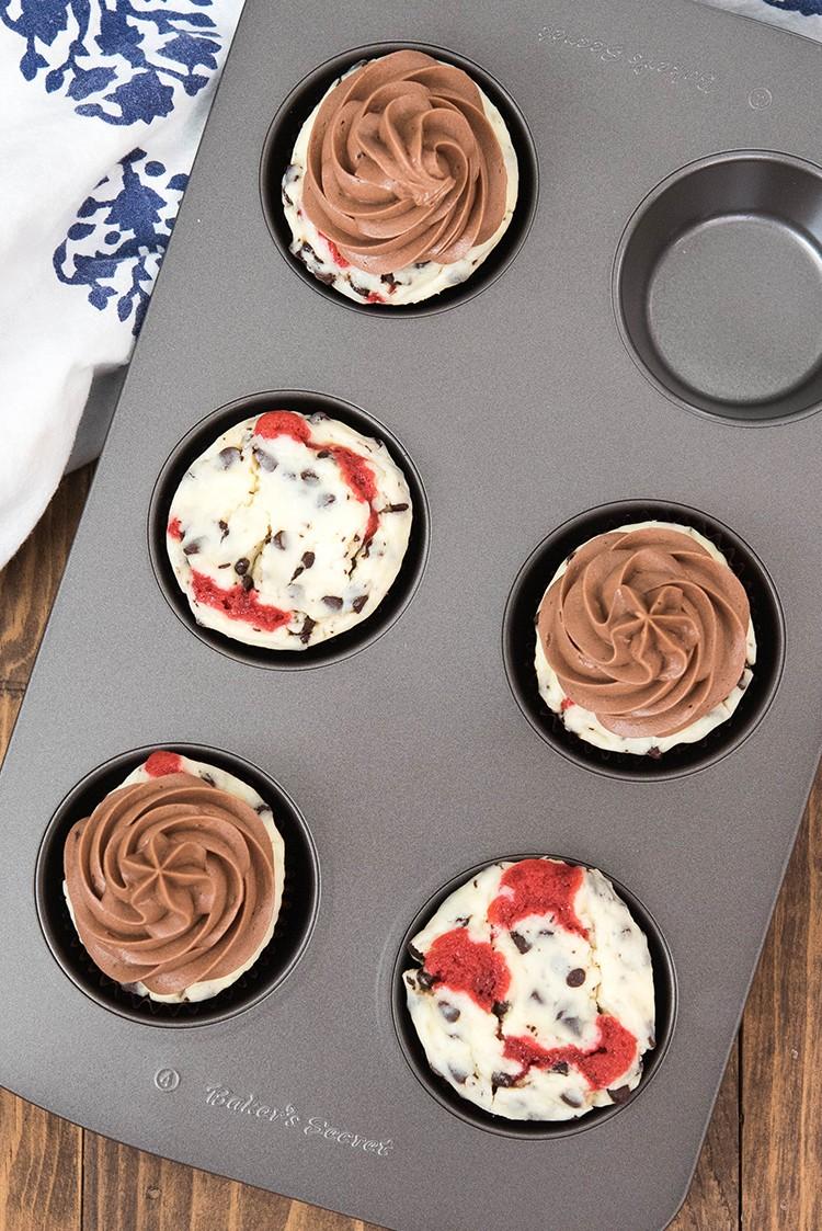 Red Velvet Chocolate Chip Cheesecake Cupcake Recipe