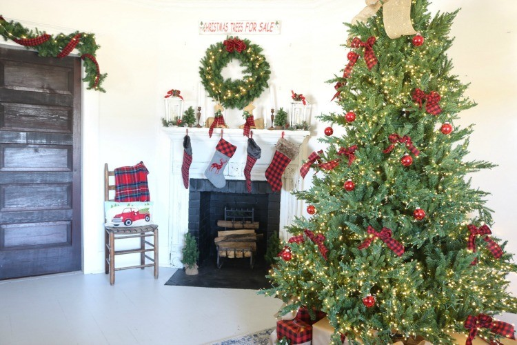 Simple Holiday Decor to Add a Festive Cheer to Any Home