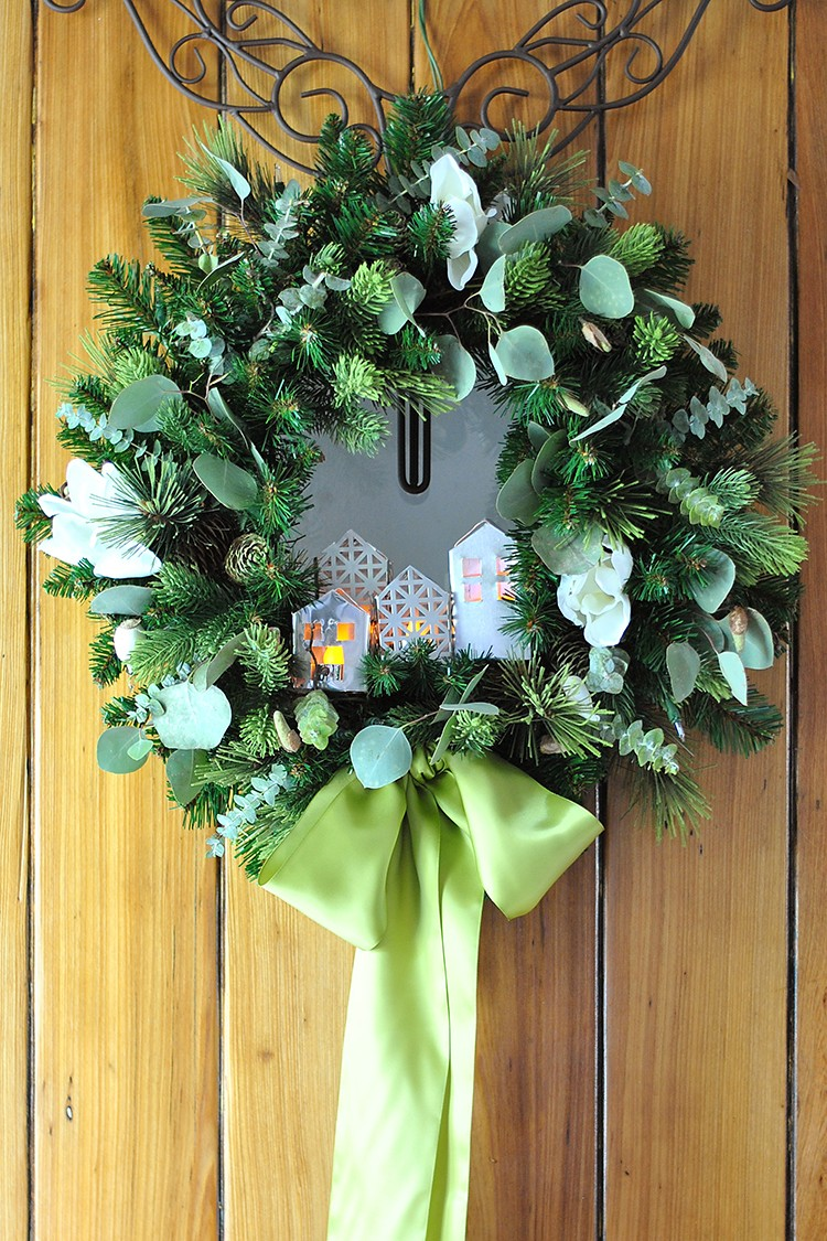 4 Easy Small Porch Decorating Ideas for Christmas