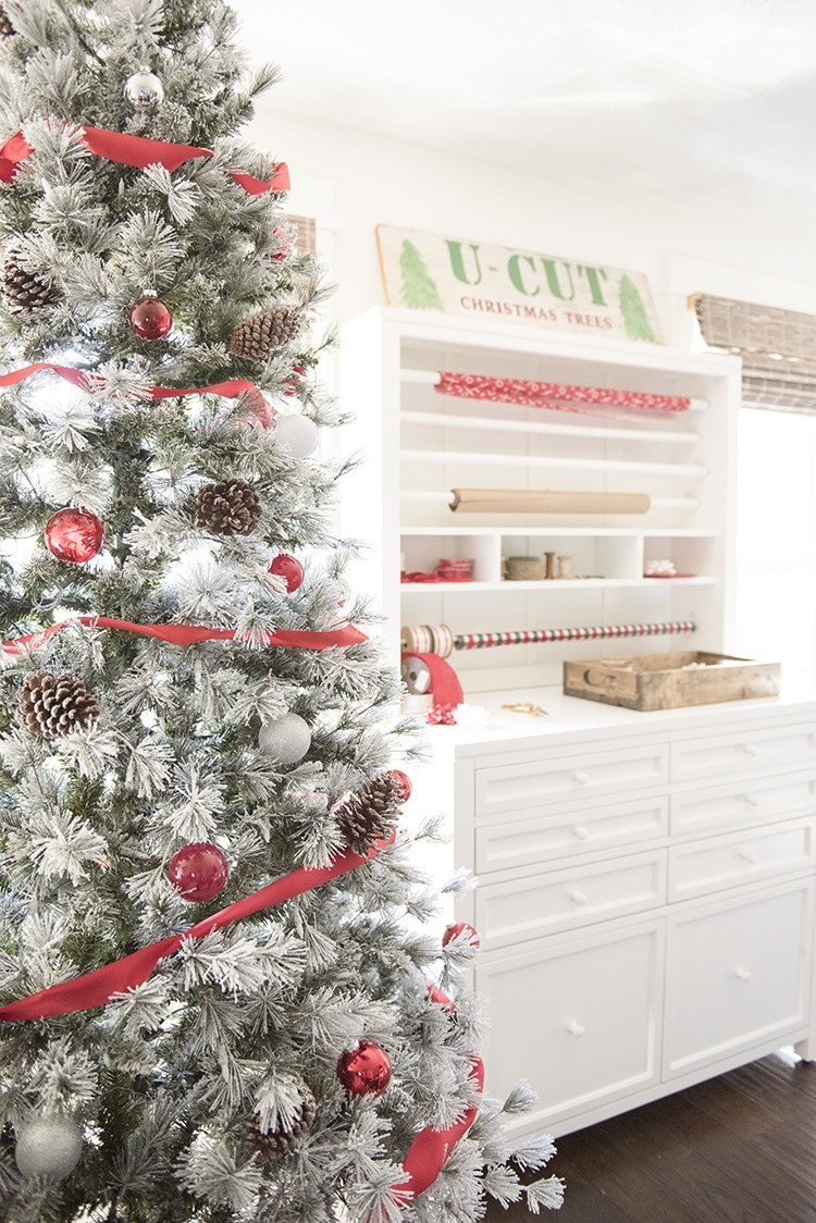 Santa's Workshop Decoration Ideas for a Festive Home Office