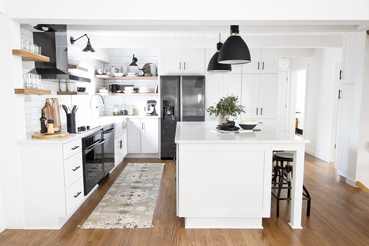 Stylish Kitchen Makeover with Help from a Kitchen Designer