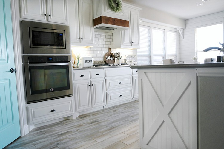 Six Easy Farmhouse Kitchen Ideas to Add a Rustic Look to Your Home