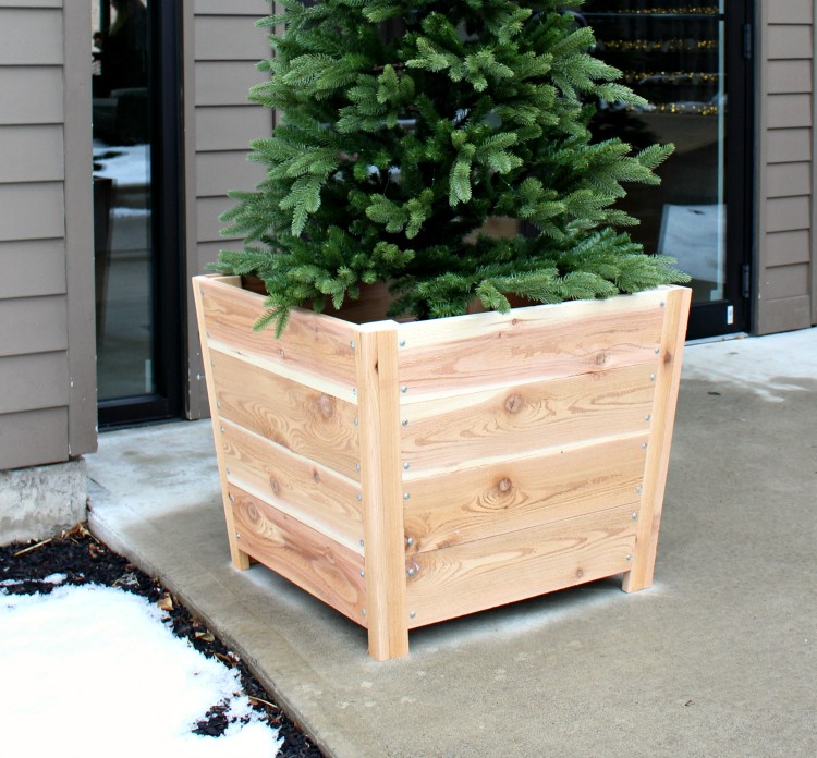 Easy and Affordable DIY Wooden Planter Boxes for Your Wedding