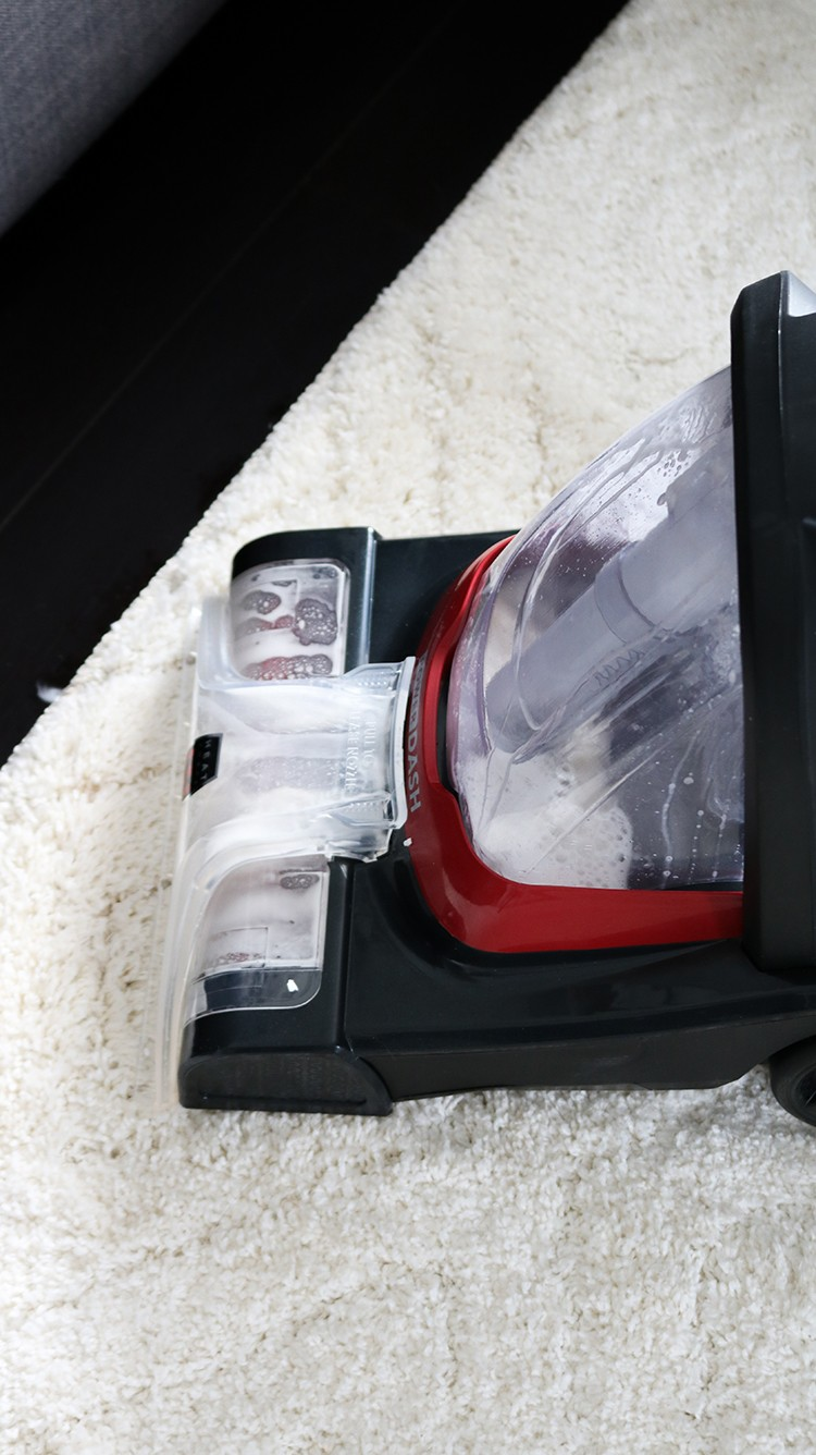 The DIY Huntress, Sam Raimondi has discovered an easy way to clean those every day stains using the new Hoover PowerDash.