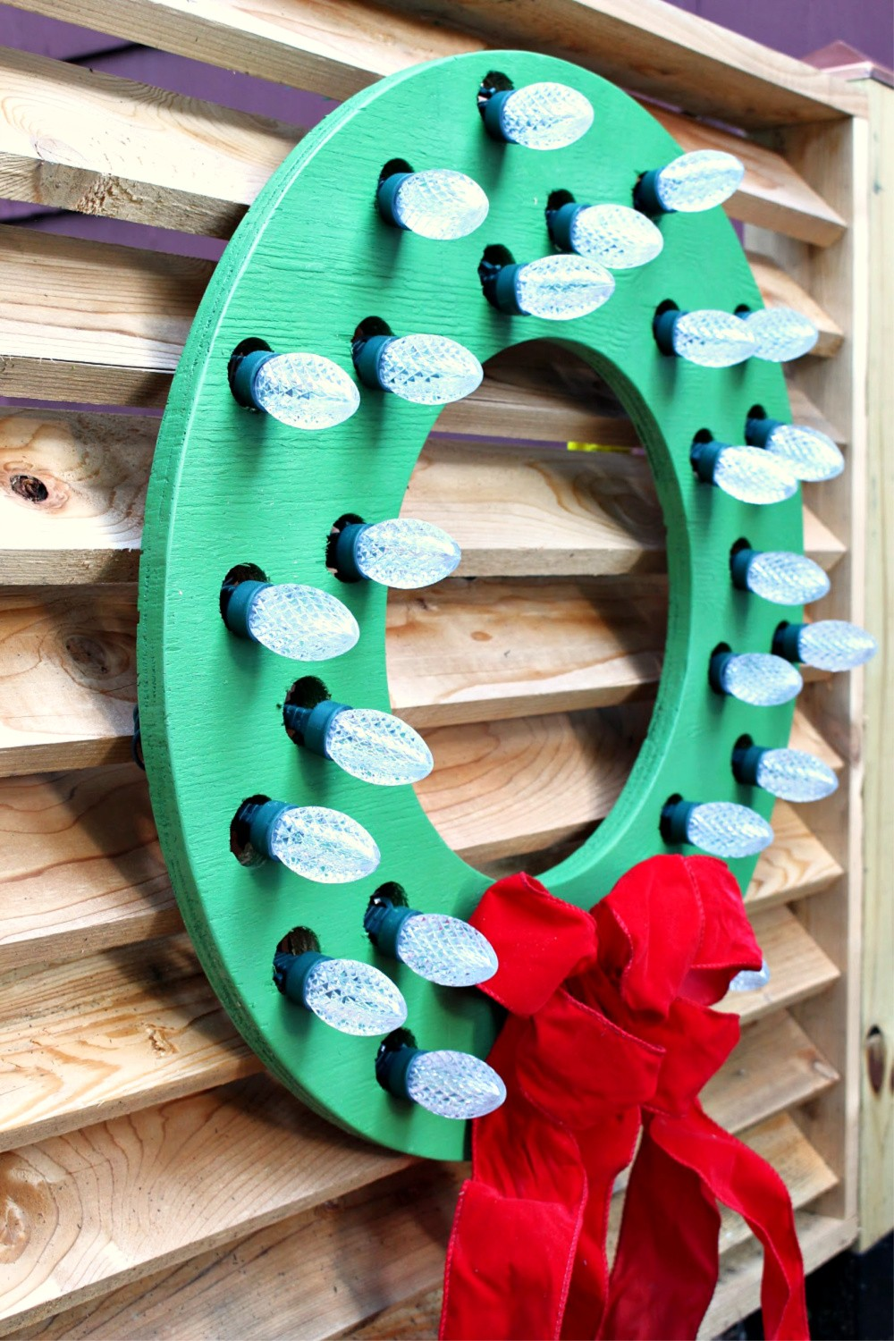 Holiday How-To's: Outdoor DIY Wood Wreath Cut Out