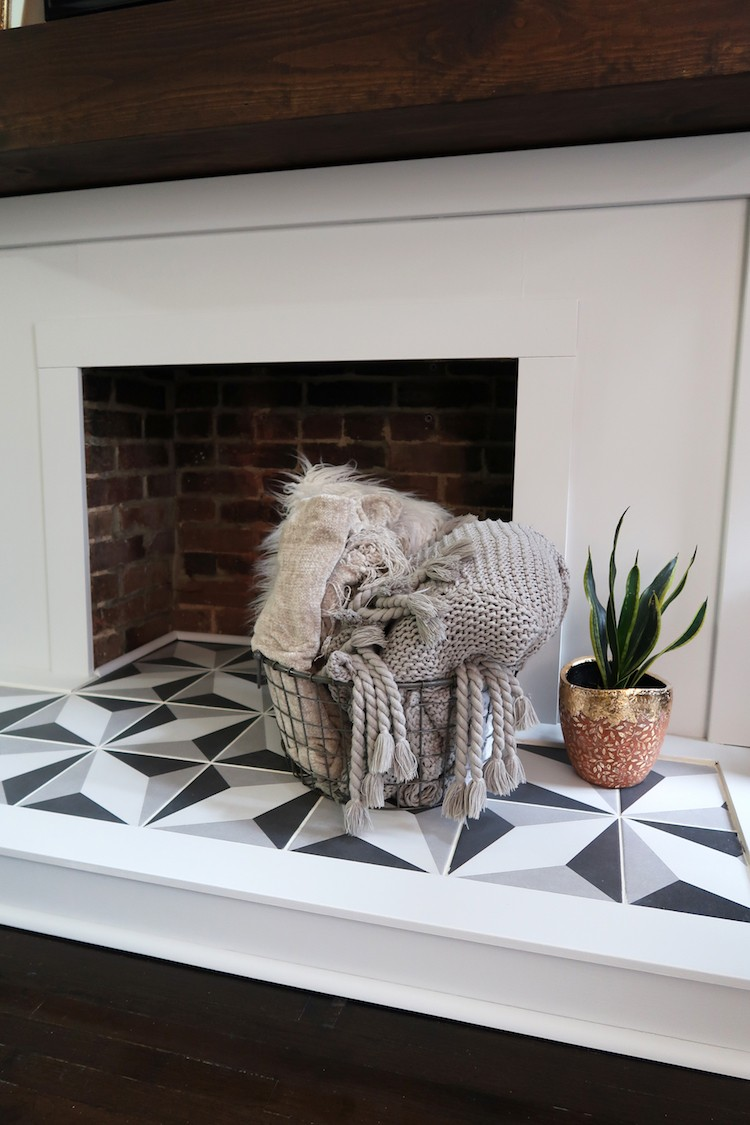 Jessica Steele of The Steele Maiden dreamed of redoing her living room fireplace. In a few simple steps, Jessica transformed her plain fireplace