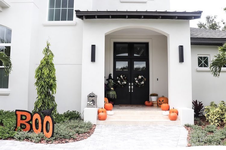 Family Friendly Outdoor Halloween Decor