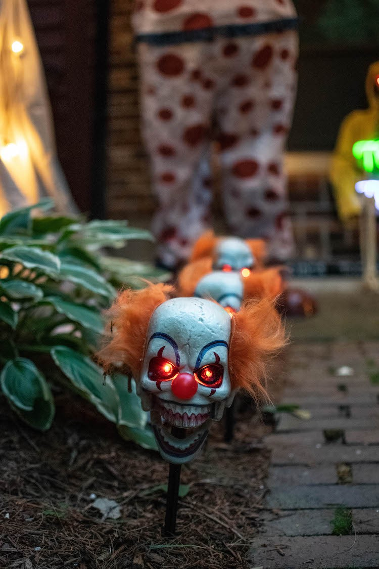Creating a Spooky Carnival Porch Display for Halloween