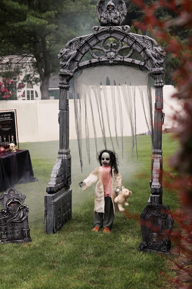 "How to throw an outdoor ""Mask-querade"" Halloween Party"