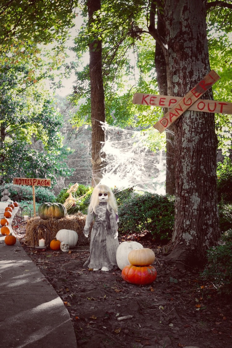 Transform Your Front Yard into a Haunted Graveyard for Halloween
