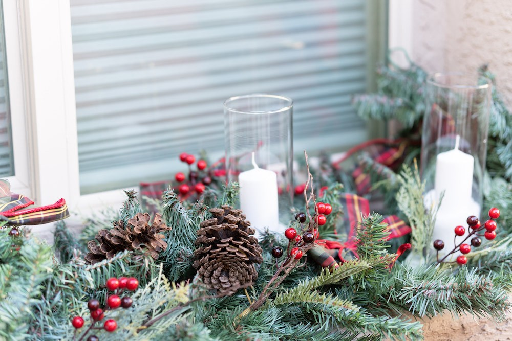 Balancing Traditional and Neutral Holiday Decor