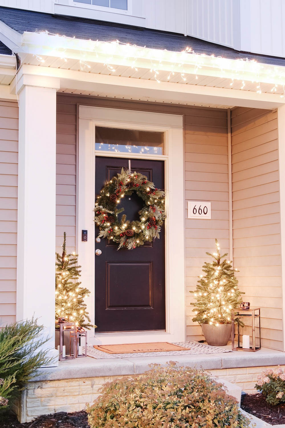 Natural Winter Wonderland Exterior Decor for the Holiday